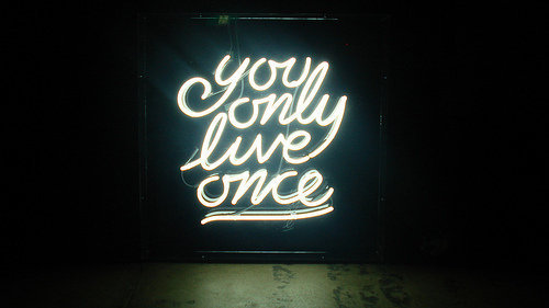 "Neon sign with the words ""you only live once"""